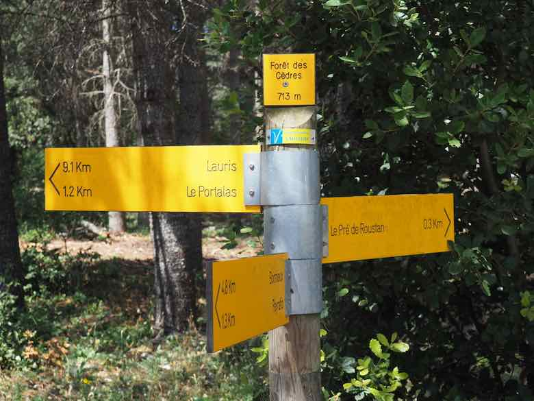 Trail signs at La Forêt des Cèdres (J. Chung)