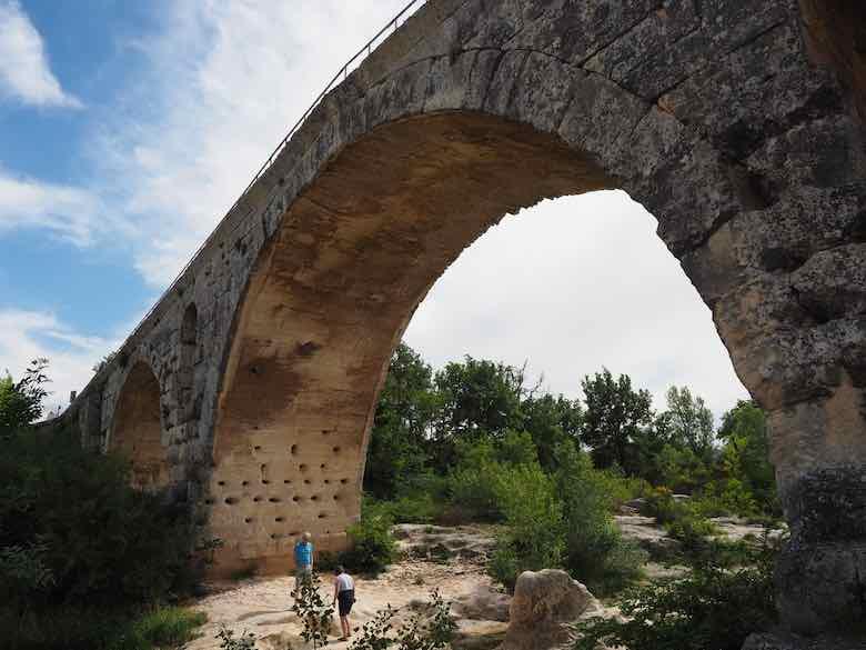 Pont Julien (J. Chung)