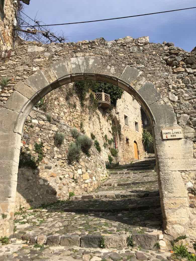 Porte des Tines, Biot (J. Chung)