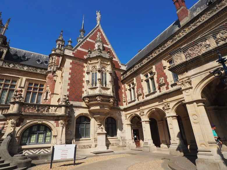 Palais Benedictine (J. Chung)
