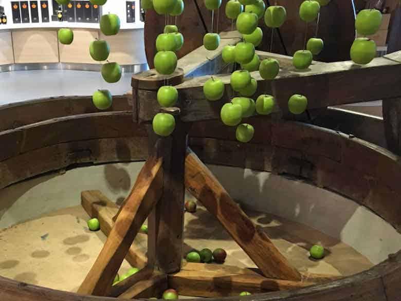 Apple Mill-Pommeau de Normandie