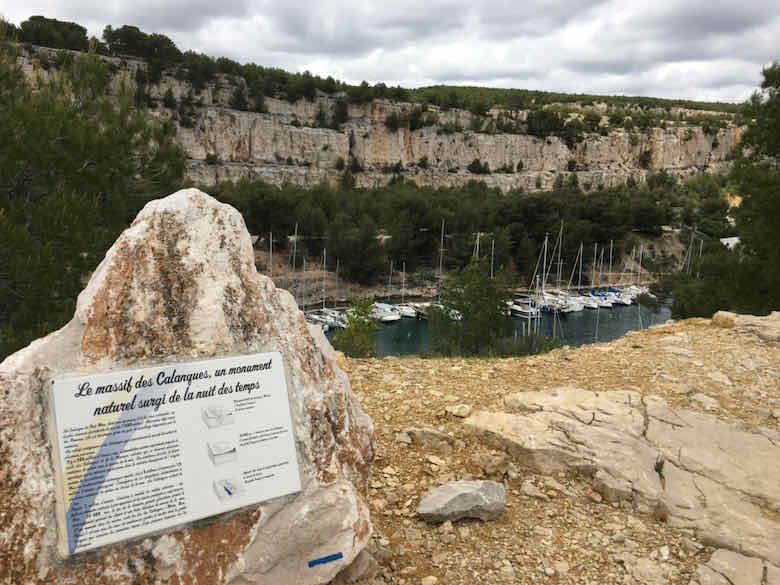 Signpost on the Sentier du Petit Prince about how the Calanques were formed